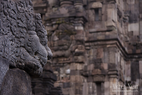 лев в индуистском храме Прамбанан недалеко от Джокьякарты (остров Ява) в Индонезии