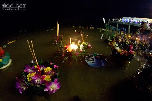 кратонги на реке в Краби-тауне