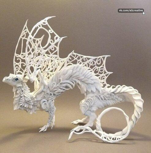 дракончик из белого пластилина