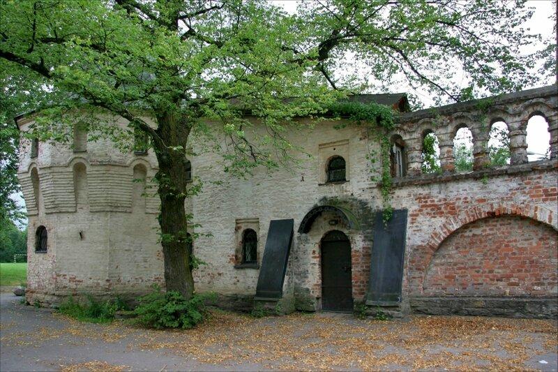 Угловая башня и крепостная стена Федоровского городка