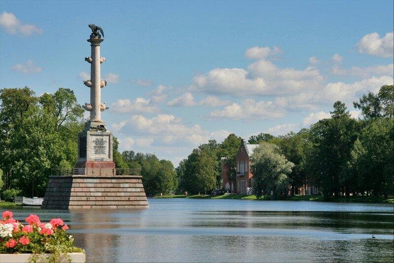 Чесменская колонна и Адмиралтейство