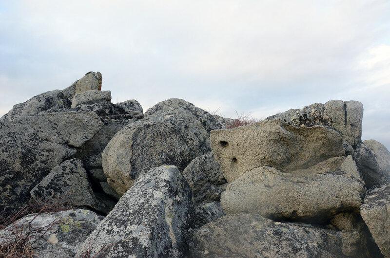 камни с дырками.jpg