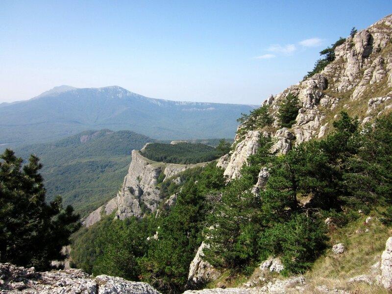 Вид на скалу Козырек с Демерджи