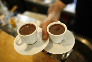 Подача кофе курильщика ;) http://img-fotki.yandex.ru/get/6518/81454286.864/0_b6eb9_d02ce2f8_M.jpg
