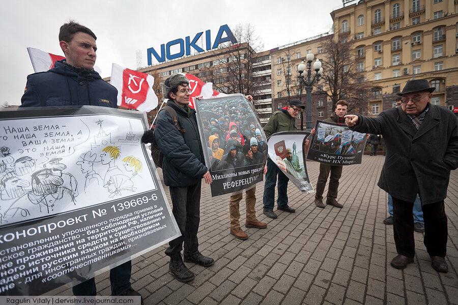 Правительство хочет раздать 25 млн.российских паспортов мигрантам из соседних республик