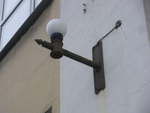 Фото 10. Ещё один стилизованный под ретро современный фонарь. Плафон тоже сделан из пластмассы.