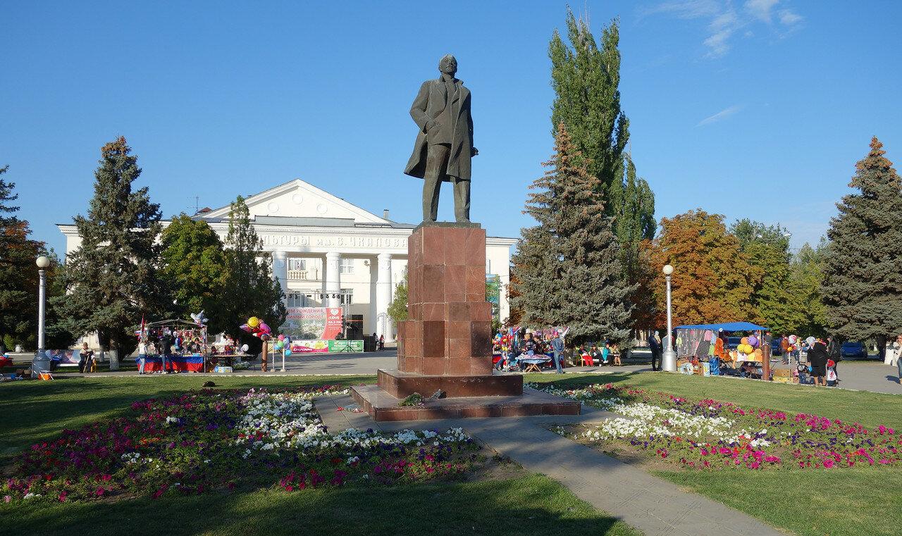 день города у ДК Чкалова. Ленин