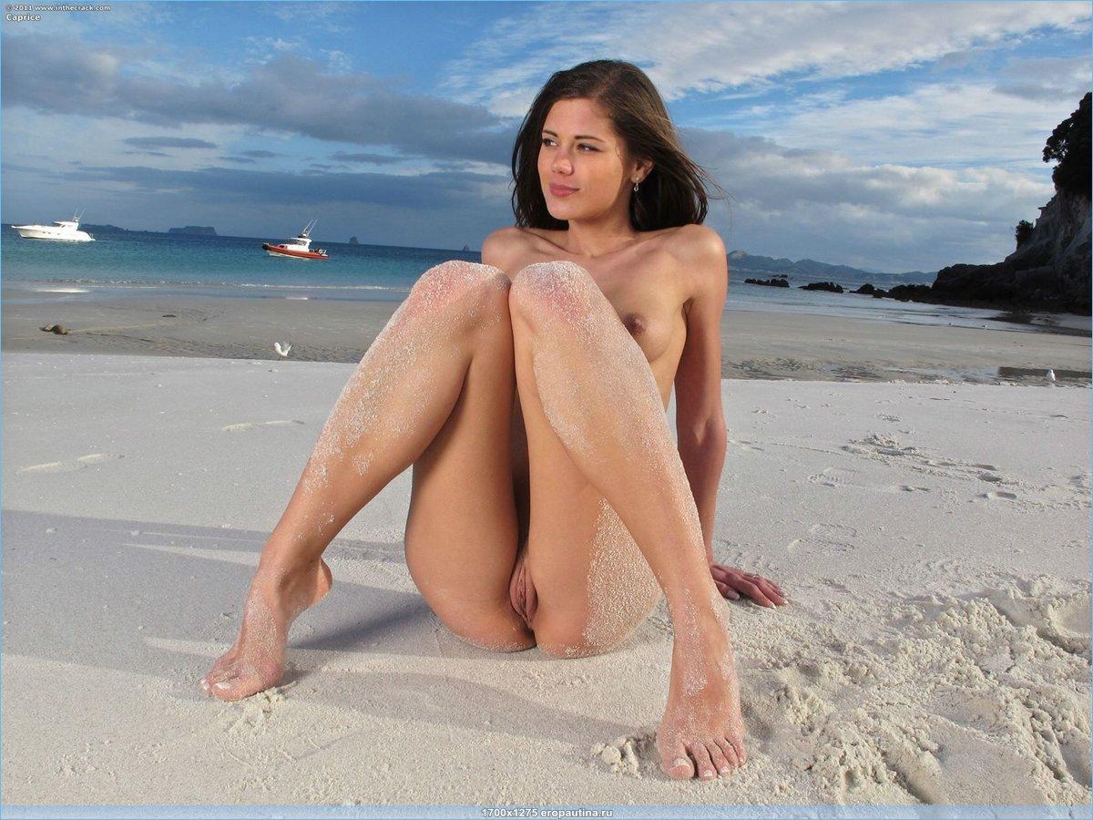 Little Caprice эротика на пляже