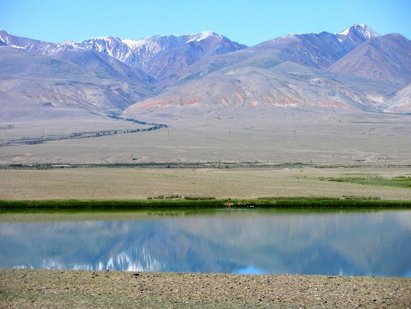 Термокарстовое озеро в горах Алтая