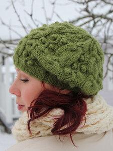 Косы и шишечки - шапочка на осень спицами