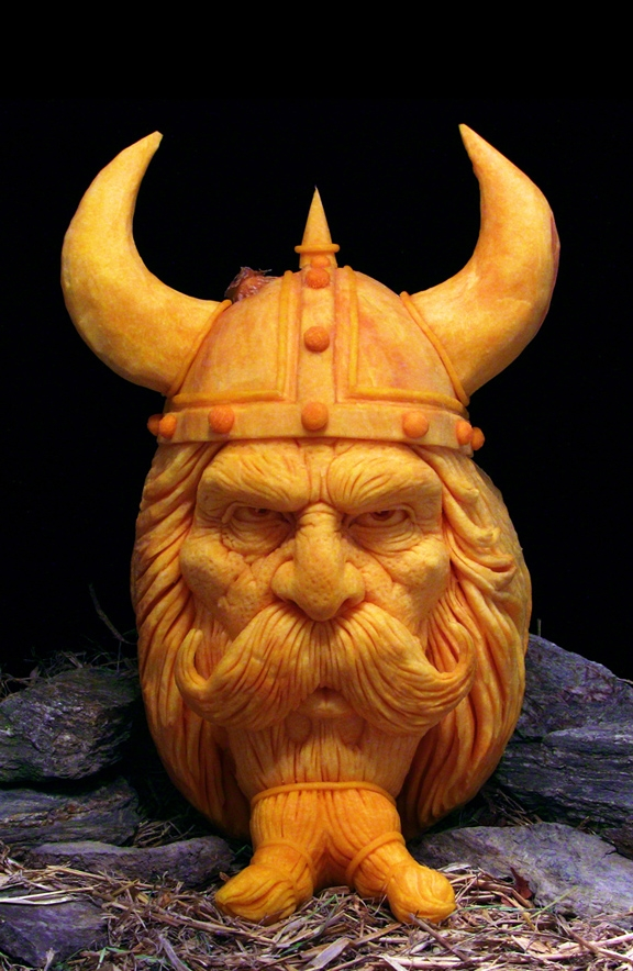 Тыквенные скульптуры на Хэллоуин от Рэя Виллафана