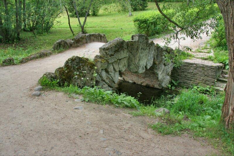Павловский парк, Горбатый мостик