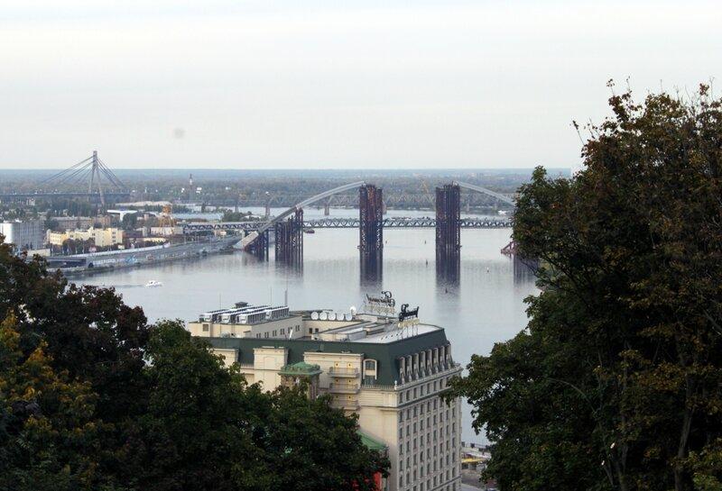 Вид с верхней станции фуникулера на Днепр