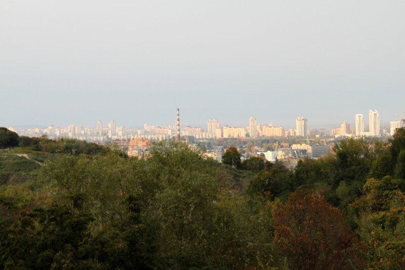 Вид с Пейзажной аллеи на Оболонь