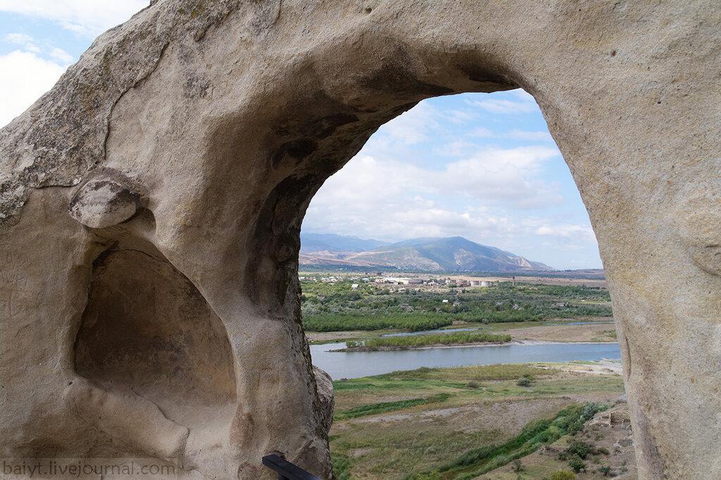 Вид из Уплисцихе на запад