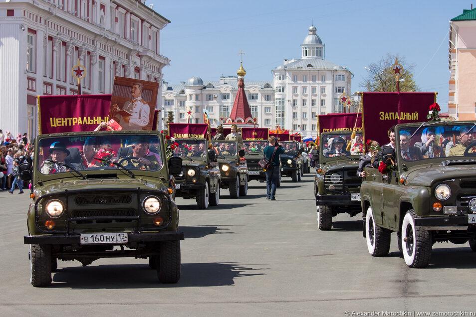 Колонна ветеранов войны и тружеников тыла на параде в Саранске