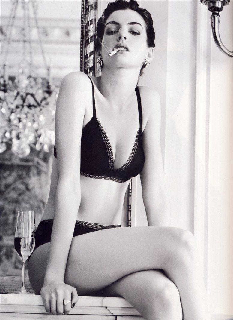 smoking Anne Hathaway / Энн Хэтэуэй с сигаретой