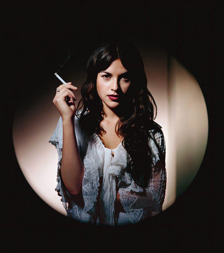 smoking Amelia Warner / Амелиа Уорнер с сигаретой