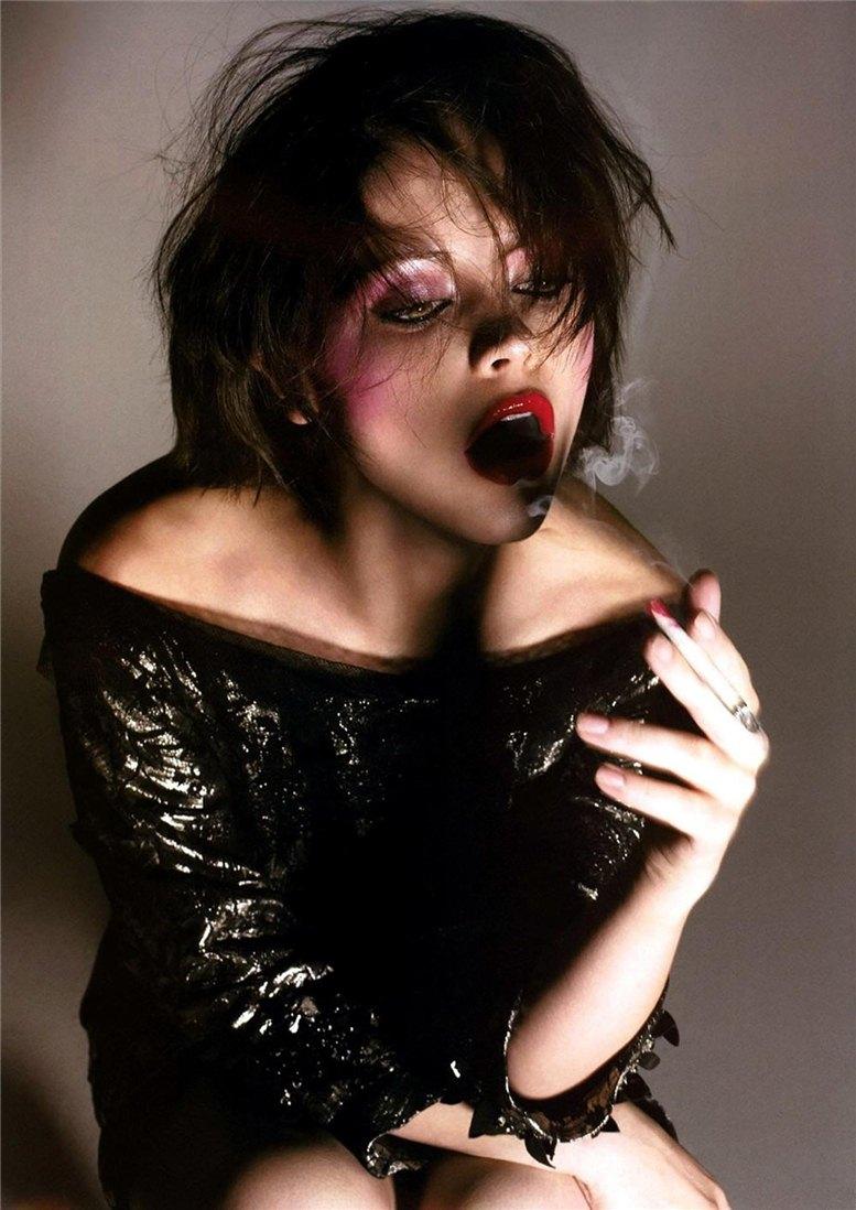 smoking Christina Ricci / Кристина Риччи с сигаретой