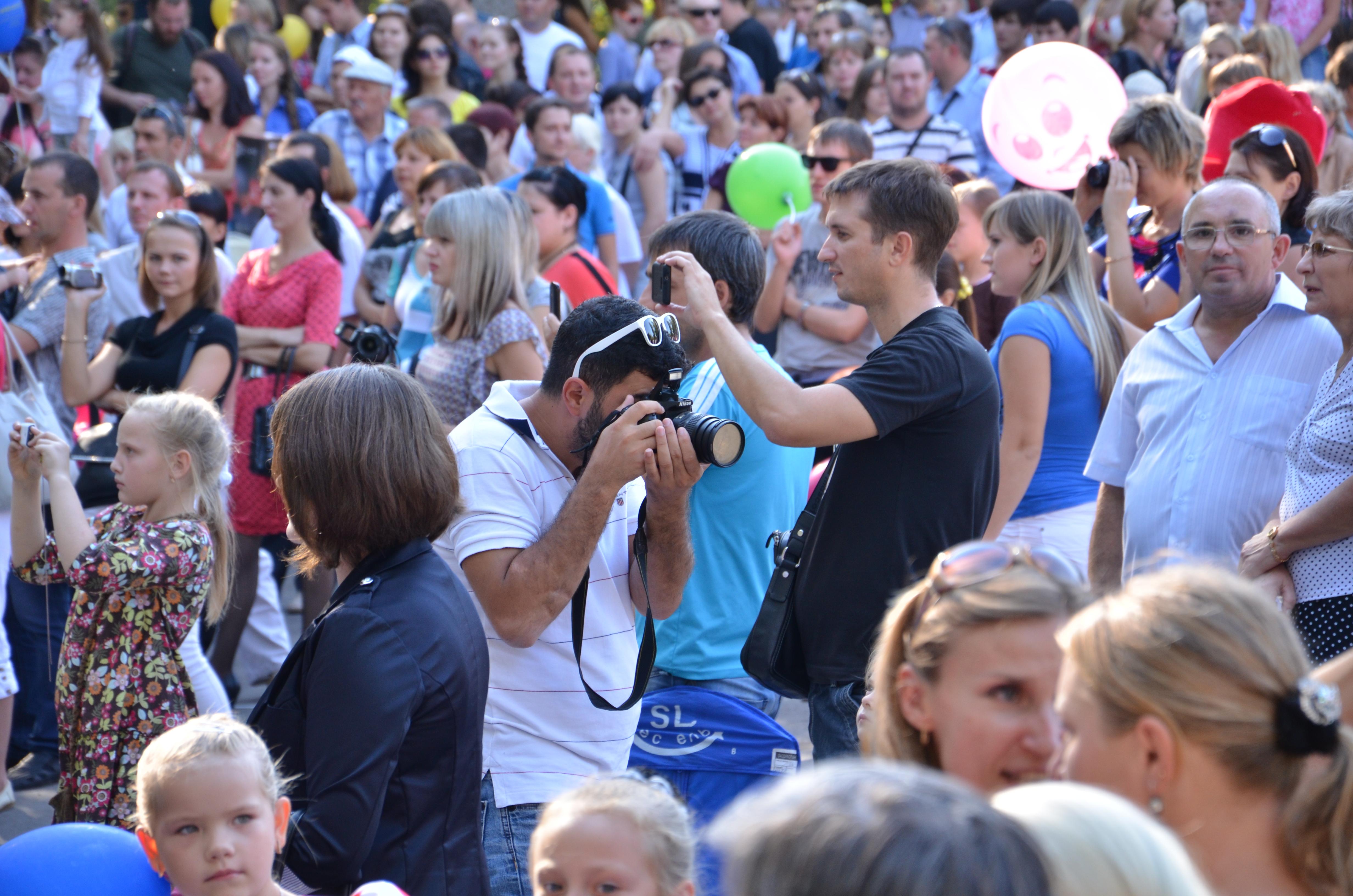 фотограф в толпе