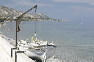 Лодка на талях