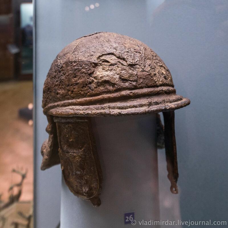 Шлем, украшенный человеческими личинами и головками быков. Железо. Первая половина II в. до н.э.