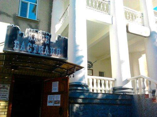 кафе Бастилия и отель Караван