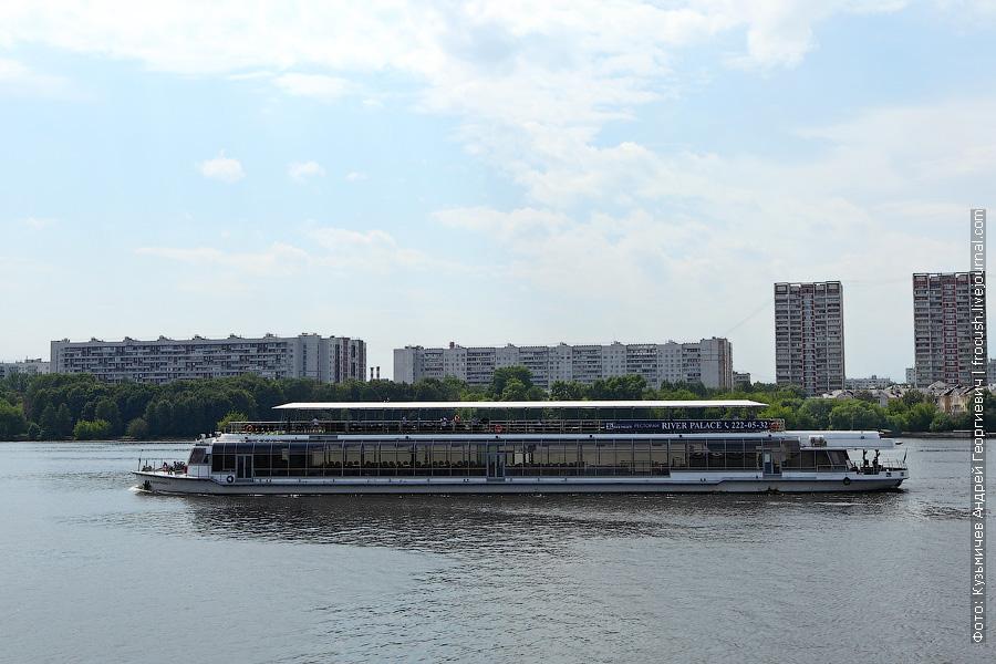 6 июля 2012 года. «Ривер палас 2» пробрался в Химкинское водохранилище
