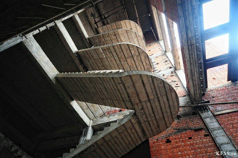 Интерьер заброшенной гостиницы Восточного порта у моря во Врангеле