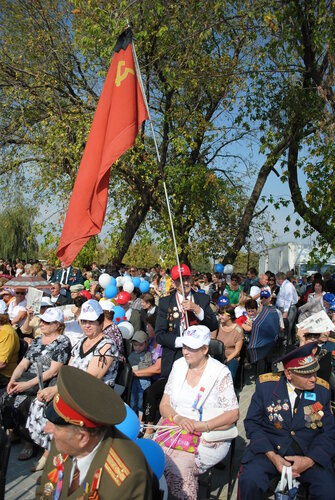 азаров краснодон флаг молодая гвардия