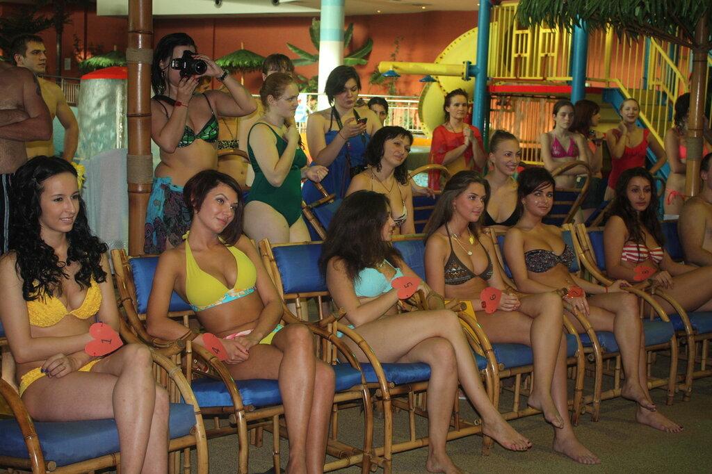 Сиськи в аквапарке 5 фотография