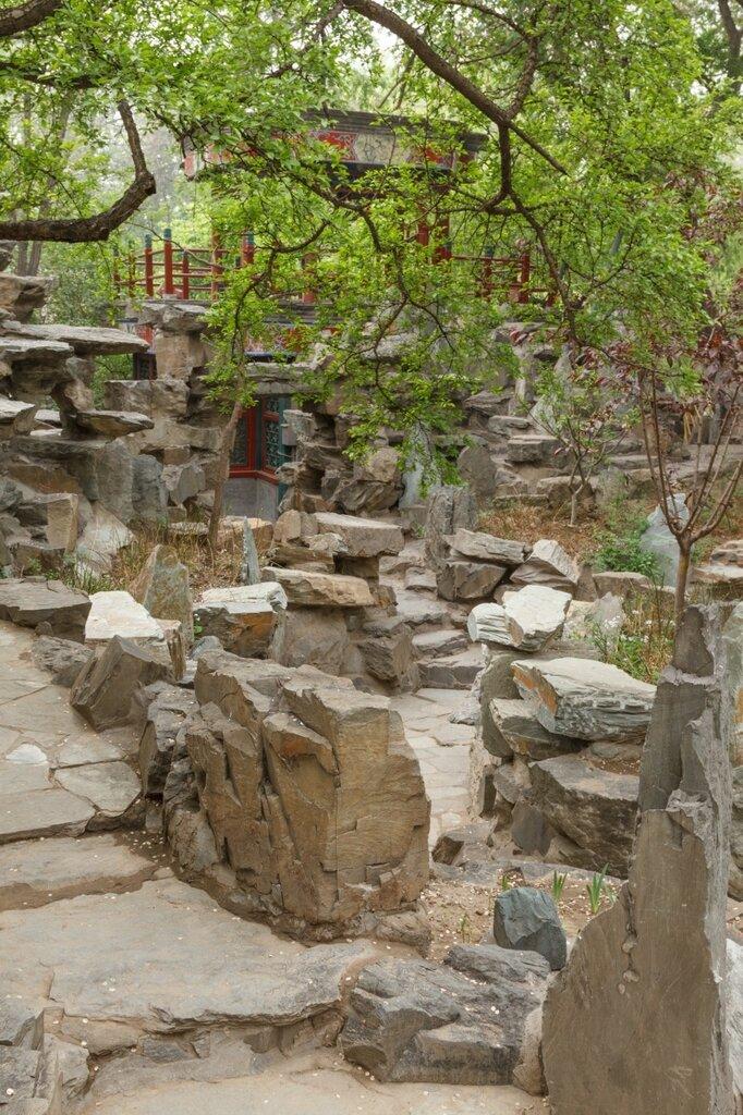 Скалы и беседка, резиденция князя Гуна, Пекин, Гунванфу