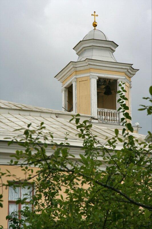 Церковь Петра и Павла в Павловском дворце, вид из Собственного садика