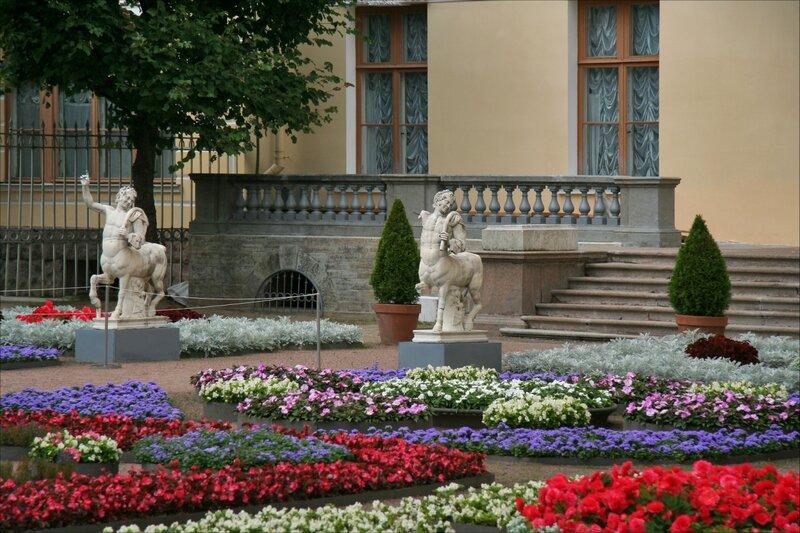 Собственный садик Марии Федоровны. Оригиналы статуй с мостика Кентавров