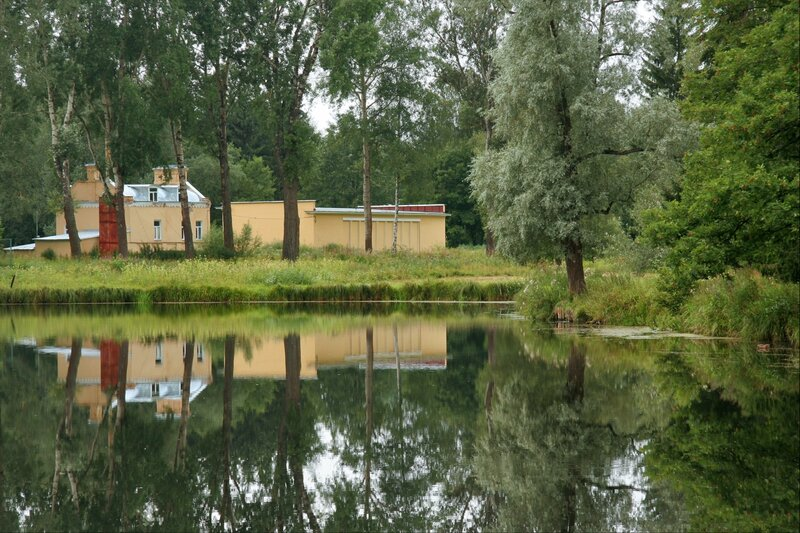 Павловский парк, Большой Вокзальный пруд и строения бывшего Музыкального вокзала