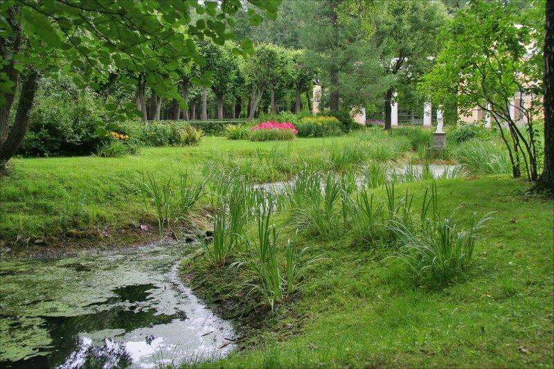 Павловский парк, Вольер и Вольерный пруд
