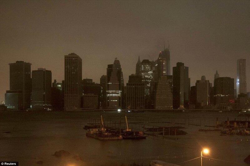 """В ночь на вторник 30.10.2012 в Нью-Йорке началось наводнение, вызванное ураганом """"Сэнди"""""""