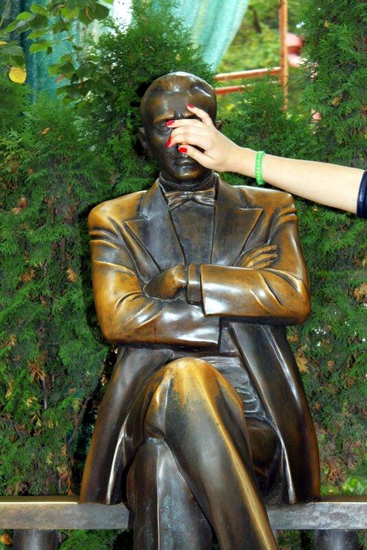 Потереть нос памятнику Булгакова на удачу