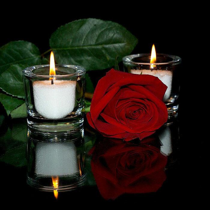 """Вышивка крестом.  Схема вышивки  """"Роза и свечи """".  Схемы автора  """"333001 """".  Предпросмотр.  Вышивая, положите на колени..."""
