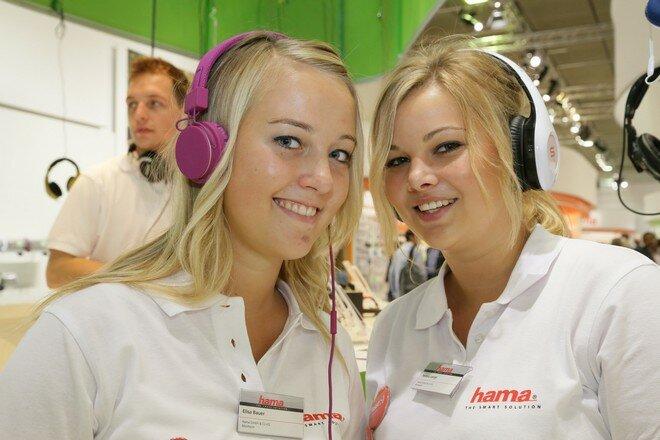 Девушки-промоутеры на выставке бытовой техники