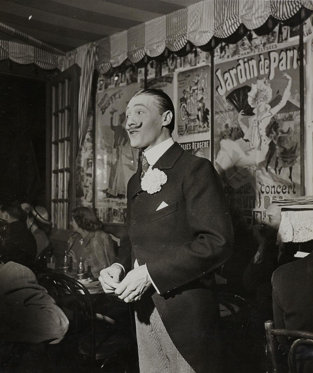 1930-е. Комик, Париж