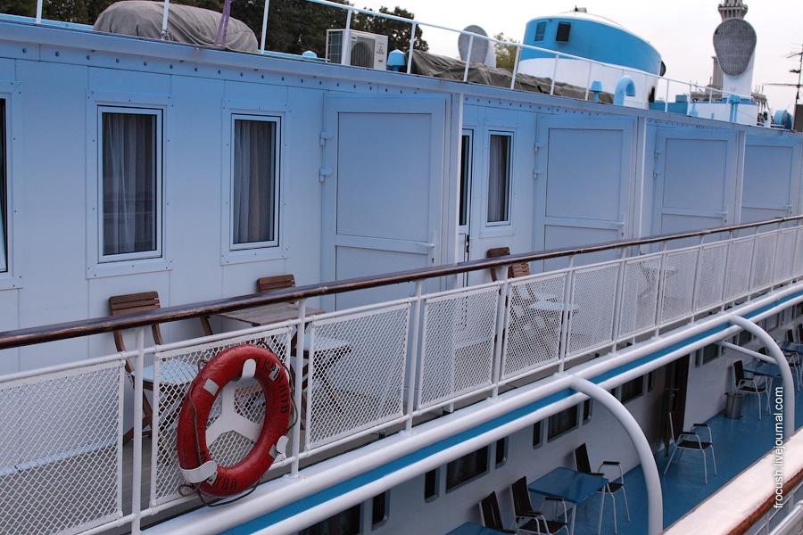 7 сентября 2009 года. Балконы на шлюпочной палубе теплохода «И.А.Крылов»