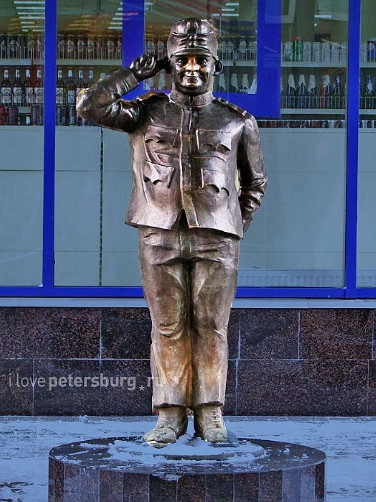 Бравый солдат Швейк, на Балканской площади. г. Санкт-Петербург,. Россия