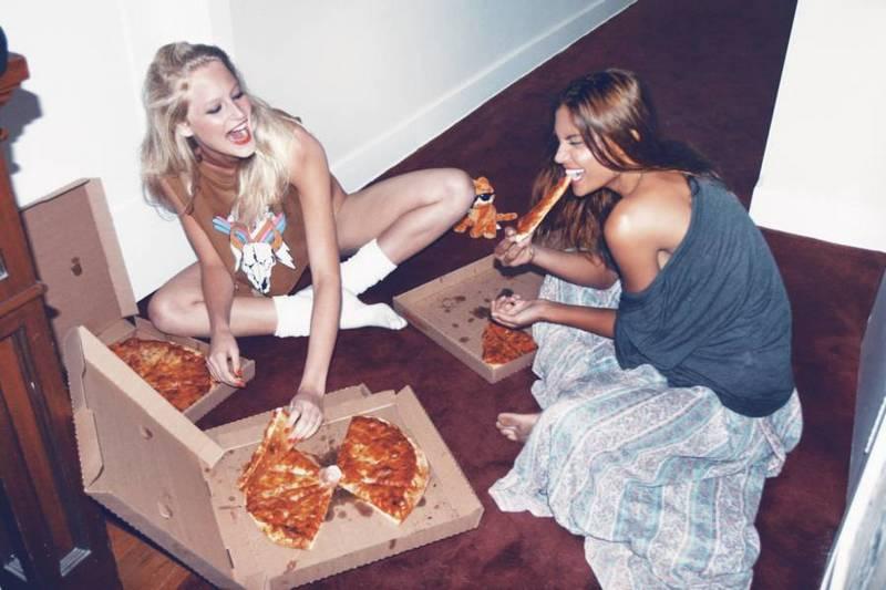 Самая сексуальная доставка пиццы  14671