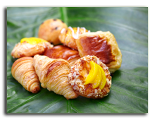 Мальдивы. Viceroy Maldives 5*. Breakfast Basket with Croissants and Danishes