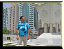 ОАЭ. Абу Даби. Роман Ильин на площади Аль Иттихад