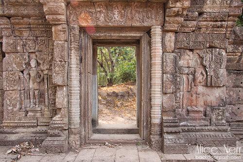 стены и проходы в Ангкоре