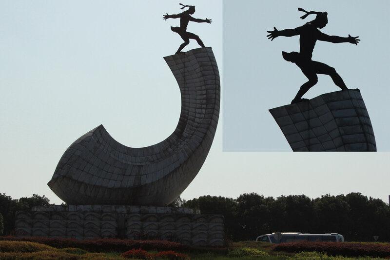 Памятник в Хайнин