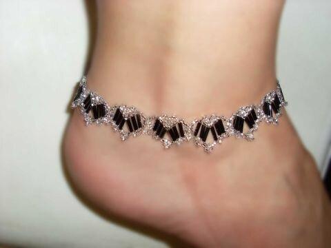 Например, сделать. браслет на ногу из бисера. своими руками.  Это будет намного дешевле, значит, вы сэкономили и с...