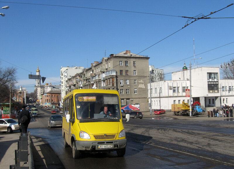 """БАЗ-2215  """"Дельфин """" АХ 4603 АР 219-го маршрута на улице Университетской следует по мосту через реку Харьков- 11.03.2010."""